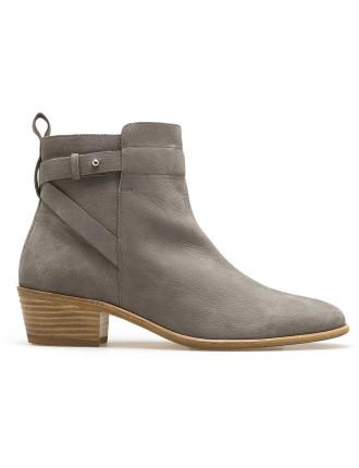 Eliza Boot
