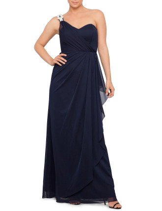 LONG CHIFFON ONE SHOULDER WITH INFINITY BROOCH