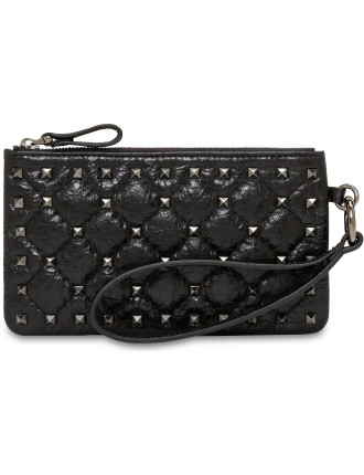 ROCKSTUD SPIKE SMALL FLAT POUCH MATELASSE CRACKED LHTR