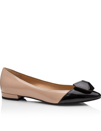 Pointed Toe Patent Flat W Caboucheron