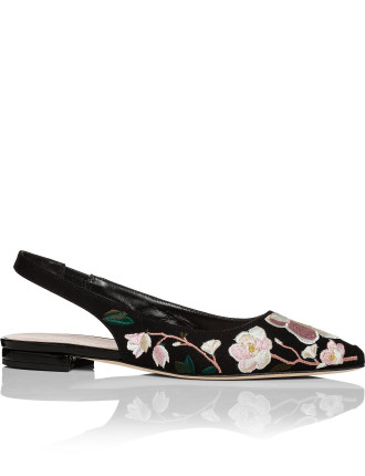 Barnie Embroidered Pump