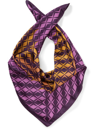 Shaped Diamonds Scarf