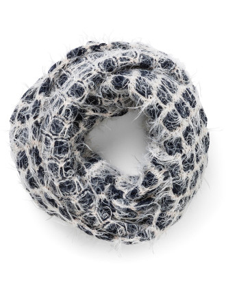 CHUNKY YARN ETERNITY SCARF