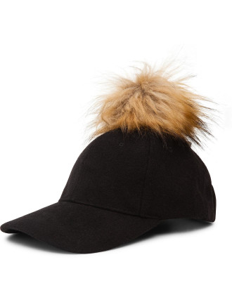 BASEBALL CAP WITH POM POM
