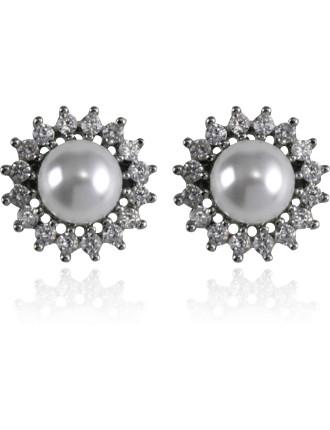Distance Of Dawn Pearl Stud Earrings