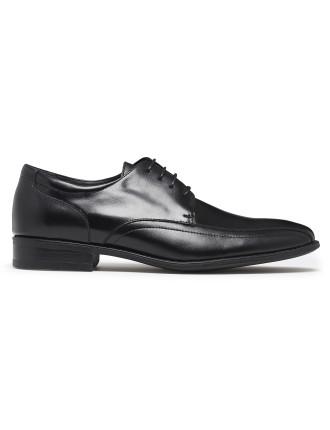 Que Lace Up Shoe
