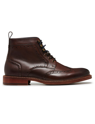 BOOT W/ BROGUE DETAIL