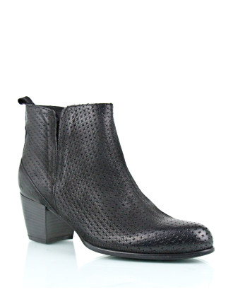 Ustoo Textured Ankle Boot With A Stacked Heel