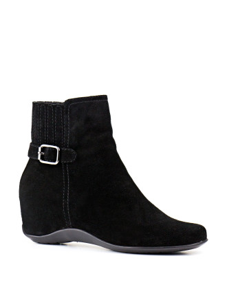 Via Ankle Boot With Internal Wedge