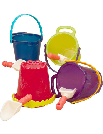 Medium Bucket With Shovel